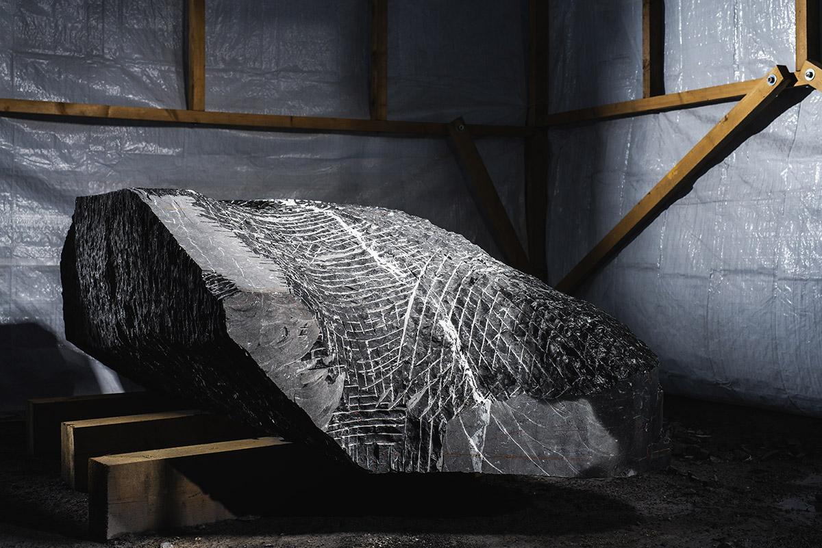 Suivi photographique du projet de sculpture de Nathalie Delhaye, dans la carrière de St-Triphon. Commanditaire de l'oeuvre Holdigaz SA