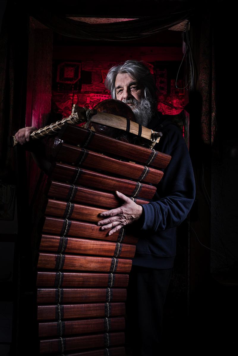 Portrait de Claude Luisier, l'homme qui fabrique des balafons au fin fond de la vallée de Joux ©Thierry Porchet
