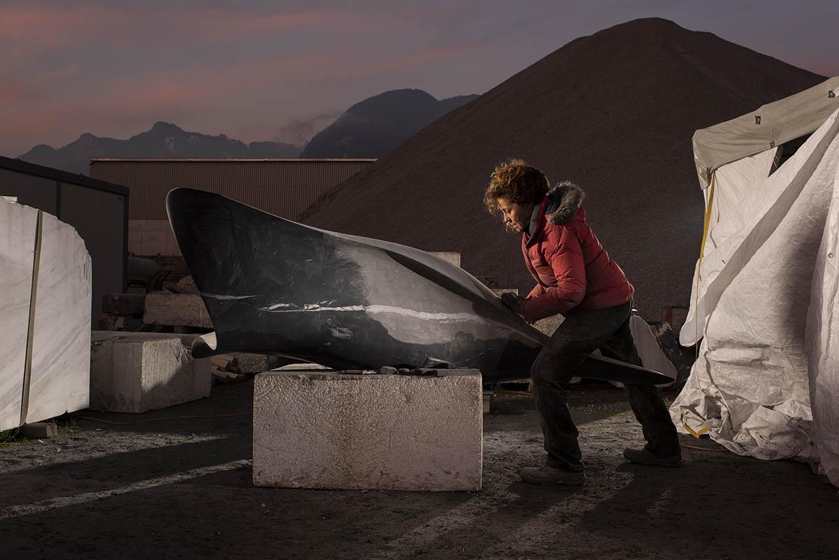 Nathalie Delhaye, sculptrice, gravière de St-Triphon ©Thierry Porchet